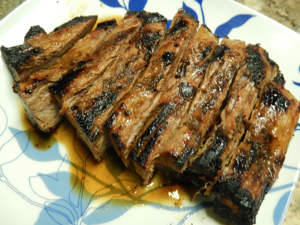 Allowing the steak to rest before cutting helps it to reabsorb the juices.