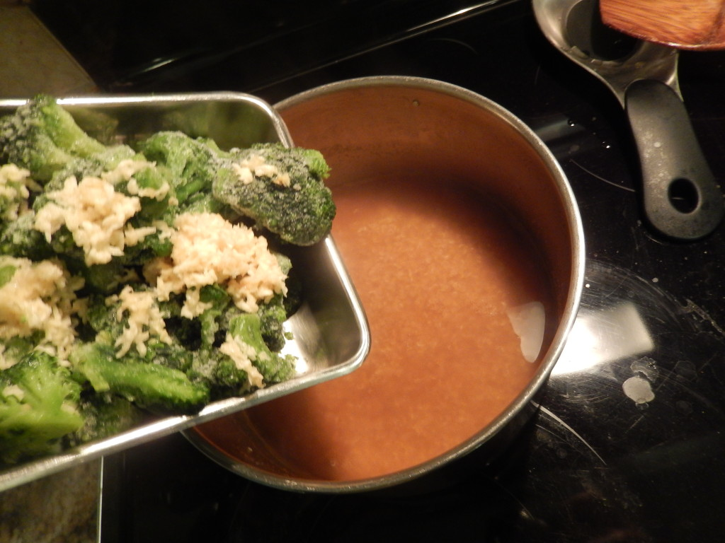 Add the broccoli & garlic into the quinoa to cook for 5 minutes.